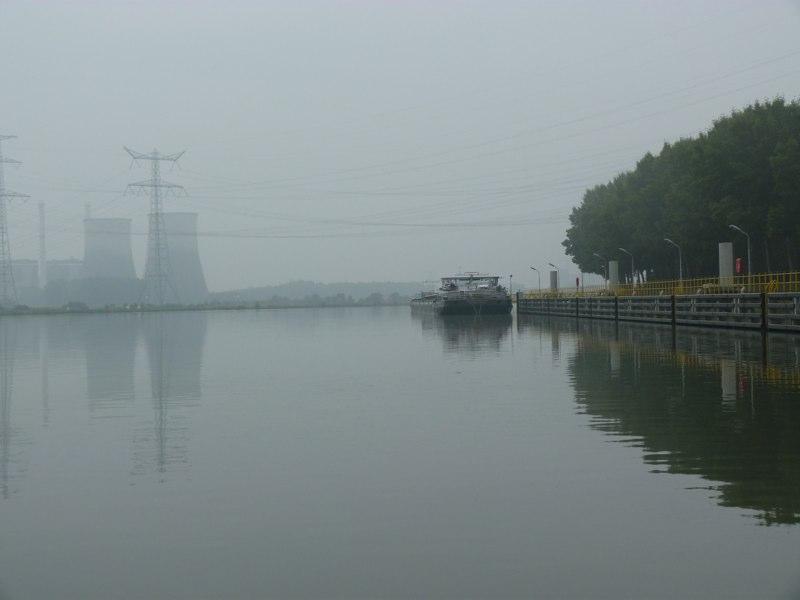 Ude af Hell - næste stop - en havn et sted bag industriområdet her