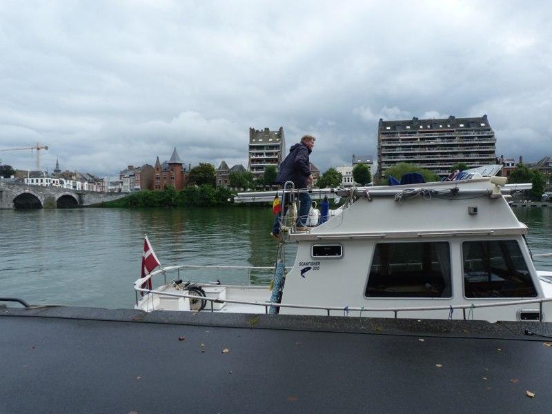 Namur - Ferdnand lagt til kaj - byen skal indtages til fods...